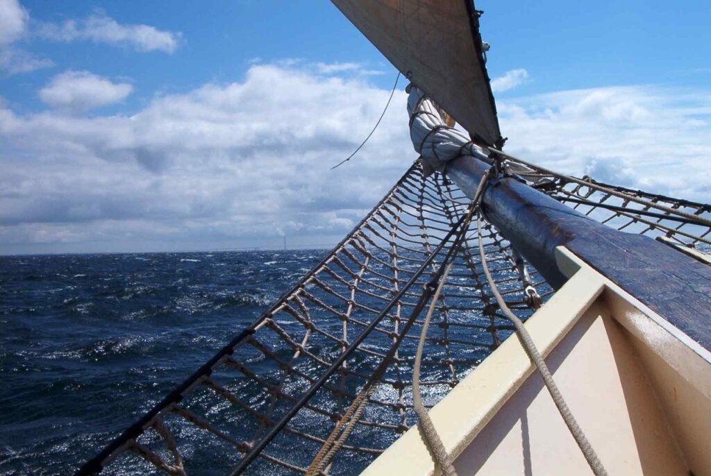 Spitze eines Segelbootes