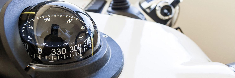 Kompass auf einem Boot
