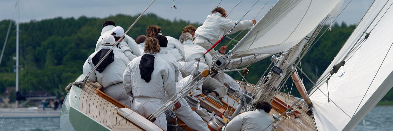 Mannschaft auf Segelboot